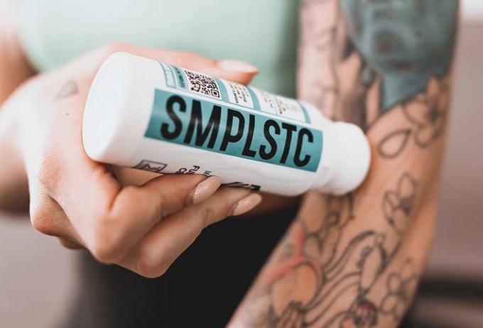 using smplstc cbd roll on